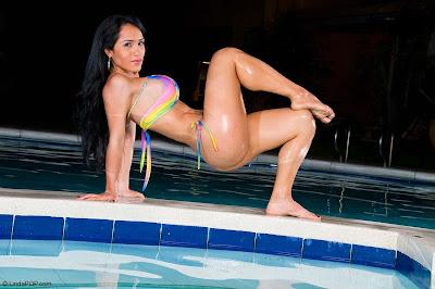 Fotos de Johanna González, mujeres en bikini