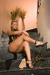 Fotos de rubias y sexys colombianas en tanga Andrea Molina