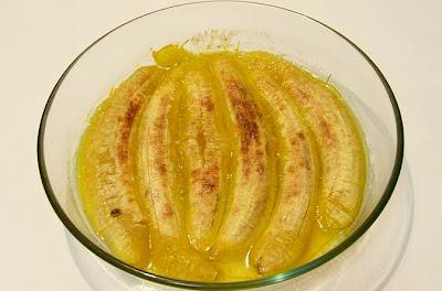 Plátanos al horno con sumo de naranja y brandy