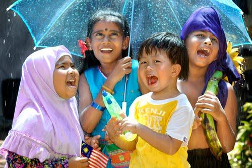 http://3.bp.blogspot.com/_9z-muNY7S9U/TIBIAos-jBI/AAAAAAAAB2Q/6RYVGXuFExY/s1600/Seow+Poh+Hing+-+HARMONY_MALAYSIA.jpg