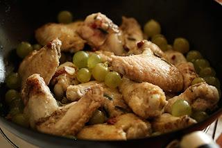 rozmaring szőlő fokhagyma csirke szárny hús csirkehús csirkeszárny egyszerű egytálétel
