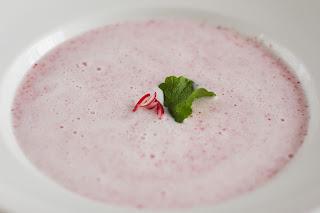 iró retek hideg leves hűtött retekleves jeges leves reteklevél tej joghurt tejföl aludttej