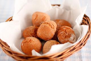 házi kenyér gránit gránitlap buci paradicsom nasi