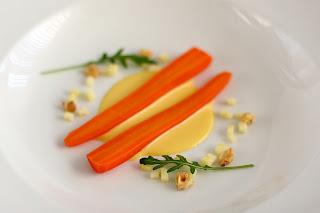 édes-savanyú lila répa sárgarépa olivaolaj hollandaise mártás tojássárgája sabayon savanykás alma pörkölt dió kumquat gyömbér rizsbor száraz fehérbor rukola huileyon de olive