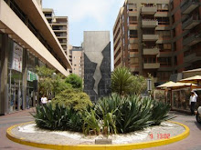 Estela en homenaje a los caídos en Tarata, Miraflores, Lima