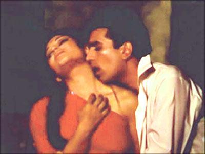 twinkle khanna hot in mela. twinkle khanna hot in mela. birthday to Rajesh Khanna