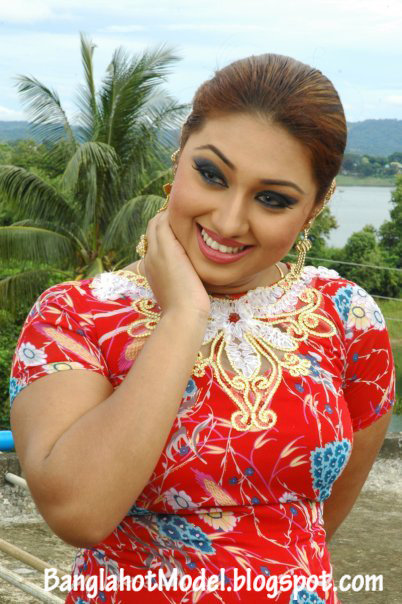 Images of Hot Apu Biswas With Shakib Khan