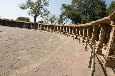 Posted by Vibha Malhotra: Chausath Yogini Temple - Jabalpur : The circular courtyard