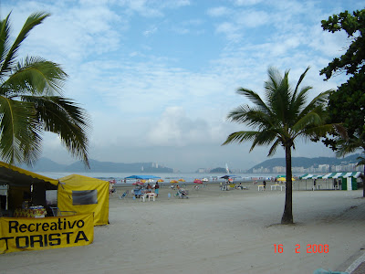 Praia do Embaré em Santos, Brasil. Free picture by Emilio Pechini