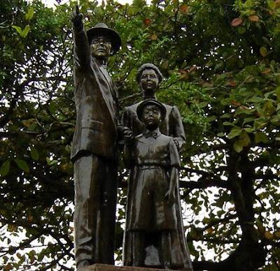 Monumento em Homenagem à Imigração Japonesa - praia do Boqueirão - Santos - foto de Emilio Pechini