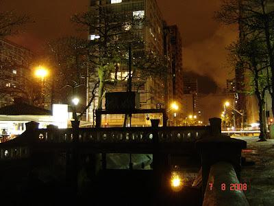 Ponte para pedestres junto ao jardim da orla no canal 5 - Foto de EMILIO PECHINI em 07/08/2008