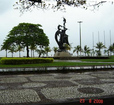 Monumento do Descobrimento - na praia do José Menino - Foto de Emilio Pechini em 23/08/2008