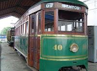 Bonde na garagem junto à Estação do Valongo. Clique para ir ao site Panoramio.com