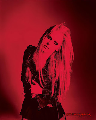 Avril Lavigne House In Napanee. Avril Lavigne - HQ Red Photo