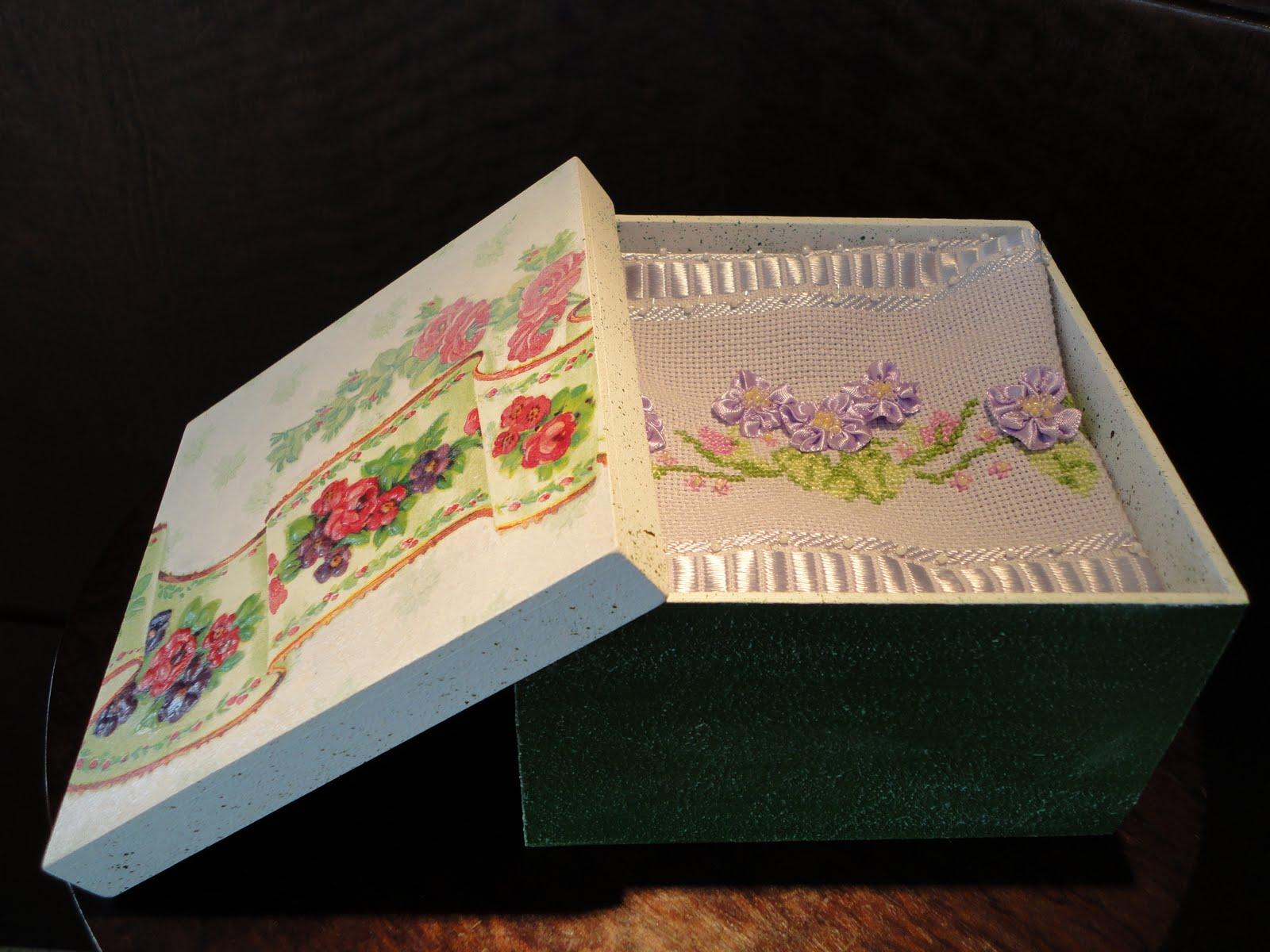 em mdf com decoupage e textura *Caixas decoradas* com pintura e  #9C302F 1600x1200