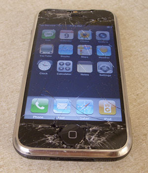 iphone-broken-screen iPhone 4: o que muda nos games?