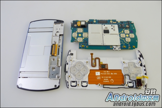 psphone_kotakubr1 Veja o Playstation Phone (Xperia Play) por dentro