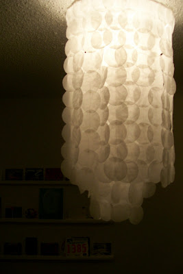 Faux Capiz Shell Chandelier {diy light} – TipJunkie Decorating