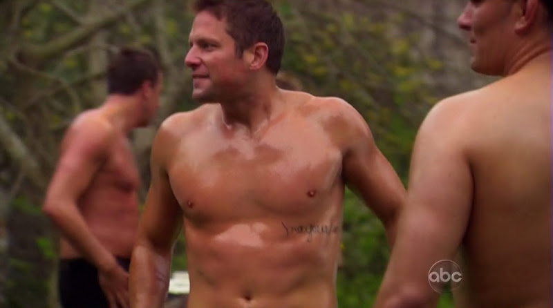 Chris Lambton, Kirk DeWindt, Roberto Martinez, and Craig Robinson shirtless on The Bachelorette s6e06