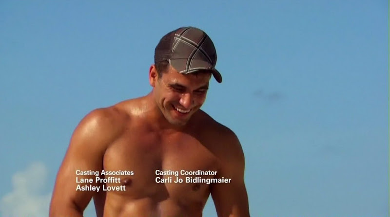 Roberto Martinez Shirtless on The Bachelorette s6e09