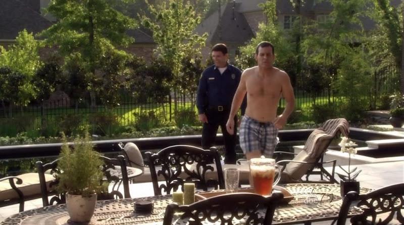 Robert Pralgo Shirtless on The Gates s1e06