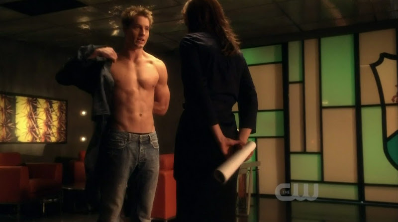 Justin Hartley Shirtless on Smallville s9e14