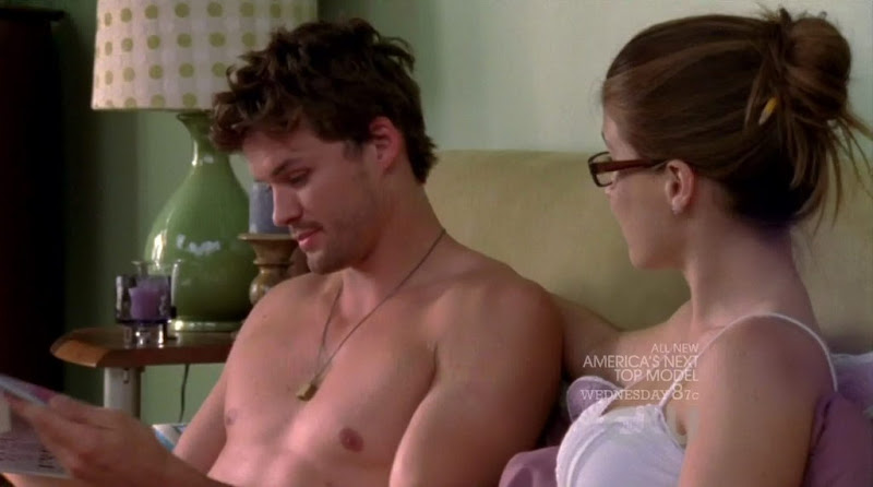 Austin Nichols Shirtless on One Tree Hill s8e01