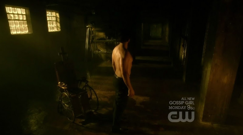 Tom Welling Shirtless on Smallville s10e08