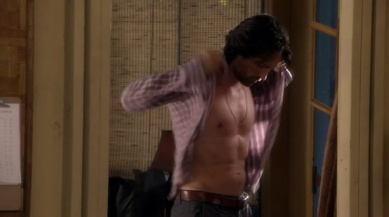 Martin Henderson Shirtless on Off The Map s1e01