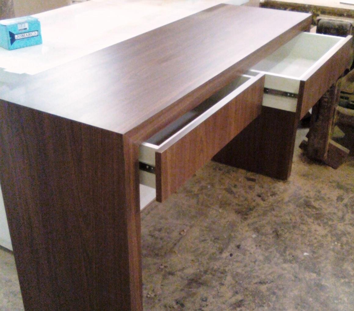 Aparador com gavetas formica madeirada Moveis planejados cozinhas  #298CA2 1160x1020