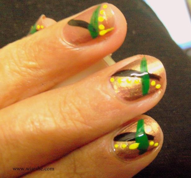 nail art for short nails. With black nail paint and thin