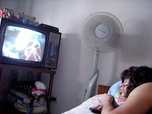 ¿CUANTO TIEMPO MÁS VAS A ESTAR? ( ESCLAVISADA ASÍ ) REFUGIAD EN TU SOLEDAD? CON TU TORTURA DE TV !