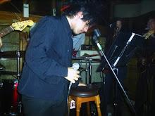 Sebastian comenzando el show.