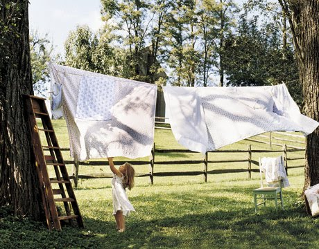 Our green house blog organic sheets on a clothesline for Como blanquear cortinas