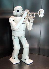 Yo soy Nono, pequeño robot, tu amigo fiel... y toco la trompeta.