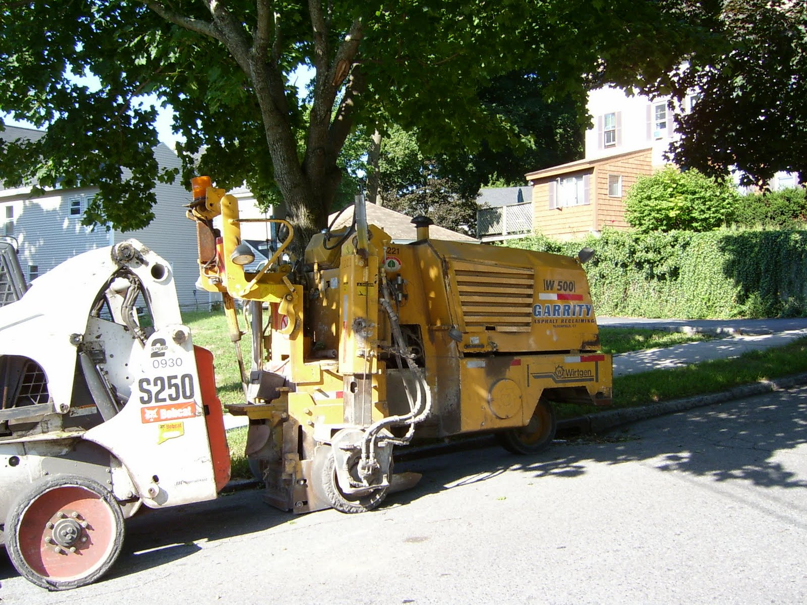 yellow bobcat machine