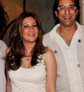 Huma Akram and Wasim Akram Photo