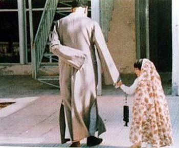 عکس امام خمینی (ره) و دختر بچه