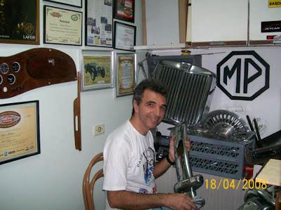 Gilberto em sua oficina