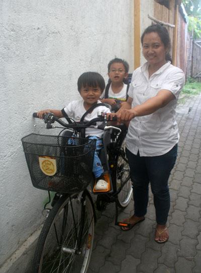 Boncengan Sepeda Anak Hd Wallpaper For Iphone