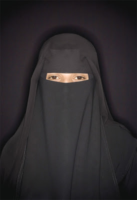 Date girls who wear traditional Islamic hijab - SA'ADIA - 20 year old student of English and computers