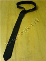 cravata neagra subtire... alta obsesie de-a mea