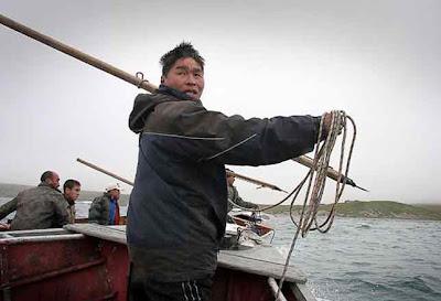 морские охотники на китов.Чукотка