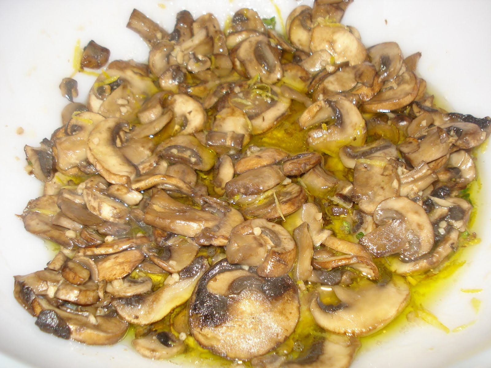 Mika's Pantry: Linguine with Lemon, Garlic and Thyme Mushrooms