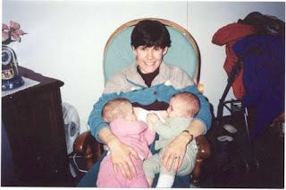 Dar pecho gemelos enfrentados criandomultiples.blogspot.com
