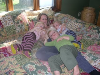 Dar pecho gemelos otras posturas criandomultiples.blogspot.com