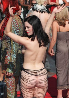 The Actress Rose Mcgowan Was Attended Vmas Red Carpet