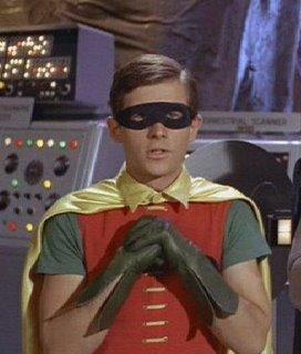 ¿Cuál será la identidad secreta de Robin? Los ciudadanos de Gotham nunca lo sabrán mientras se tape con el antifaz las cejas, el rasgo más identificativo de la cara humana.