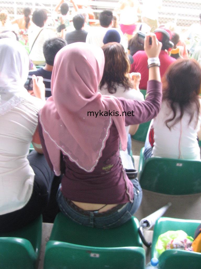http://3.bp.blogspot.com/_AZVFw6YnR3o/S6t8U_lSLdI/AAAAAAAAAAM/Z46-mu4J1NQ/s1600/tudung-gstring2.jpg