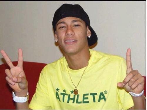 Neymar assiste jogo do Brasil